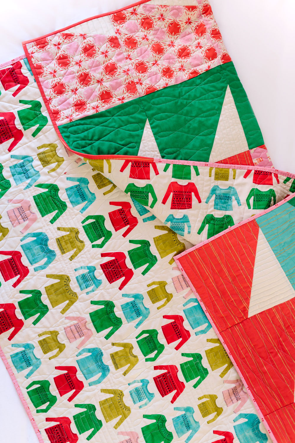 Bayside Christmas Quilt, a Fast Finish Holiday Quilt | Suzy Quilts https://suzyquilts.com/holiday-quilt-christmas-bayside
