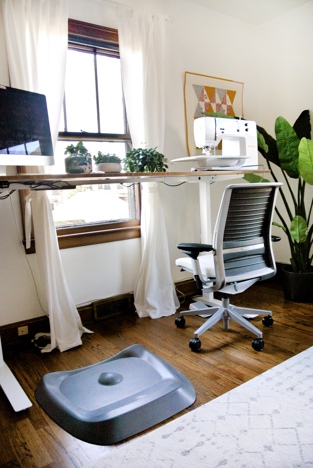 standing-desk-home-office