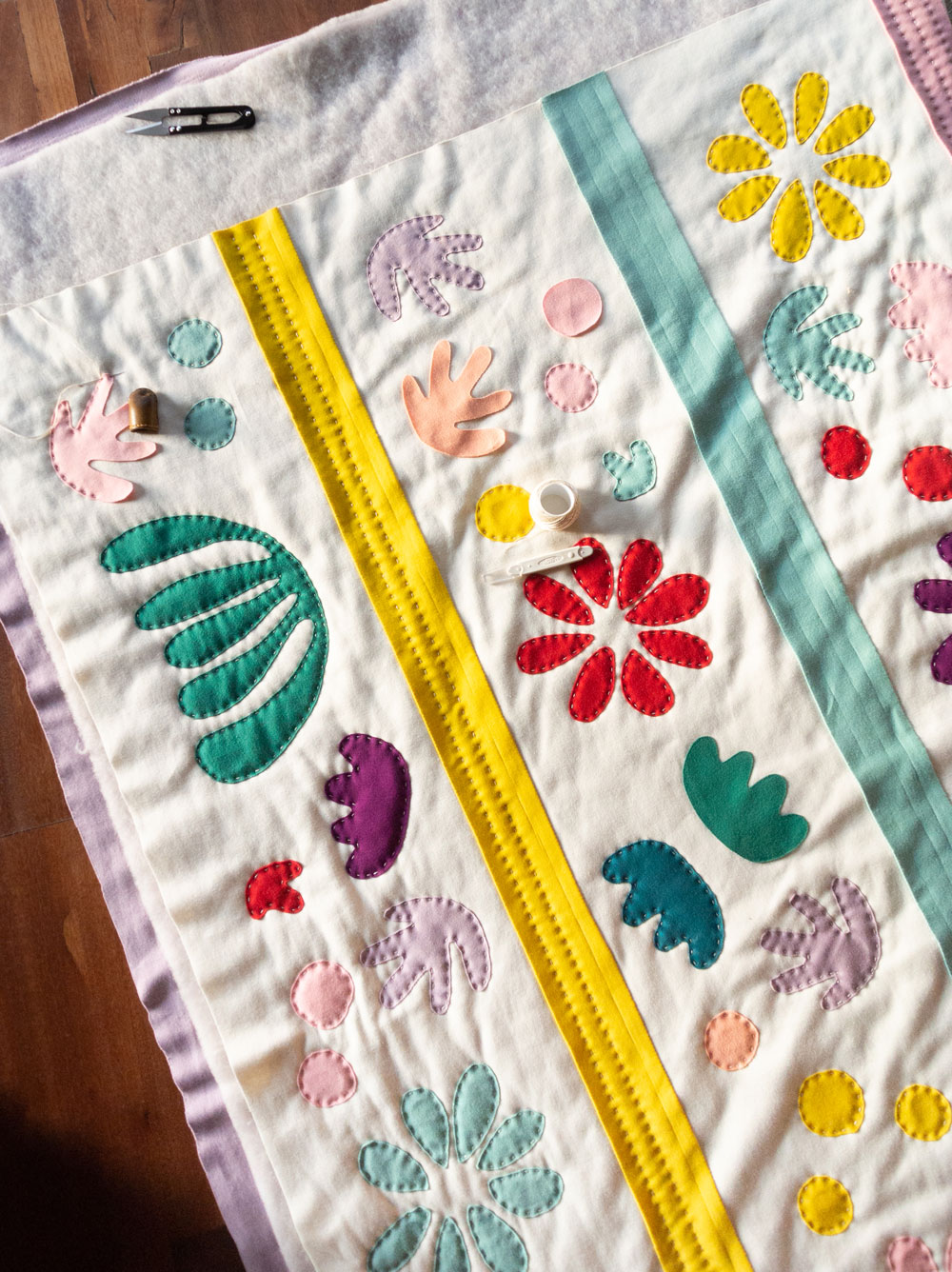 Hand sewing the jersey knit Bohemian Garden quilt pattern