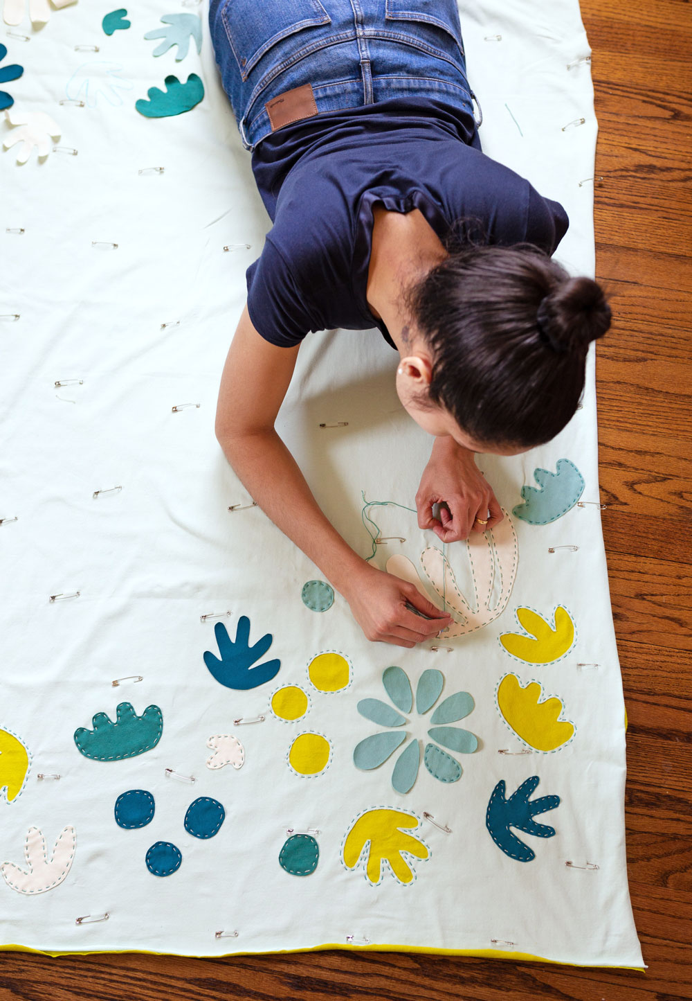 Make a simple whole-cloth quilt without a sewing machine or any prior sewing knowledge!