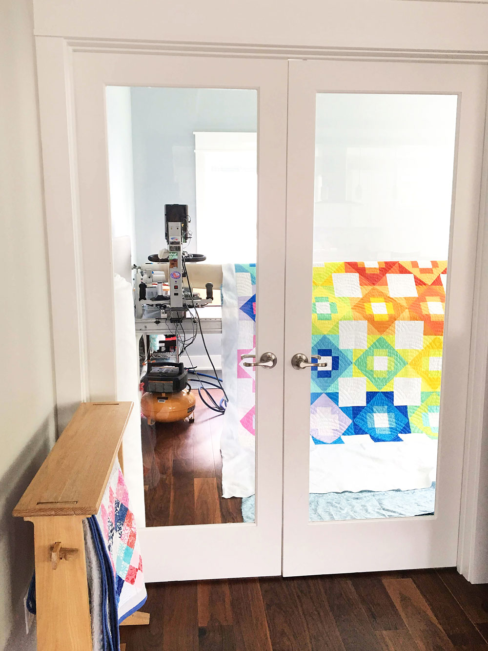 Do you have questions about hiring a longarm quilter? This in-depth guide answers all of those questions from fabric to price to turnaround time. | Suzy Quilts https://suzyquilts.com/hiring-a-longarm-quilter-an-in-depth-guide