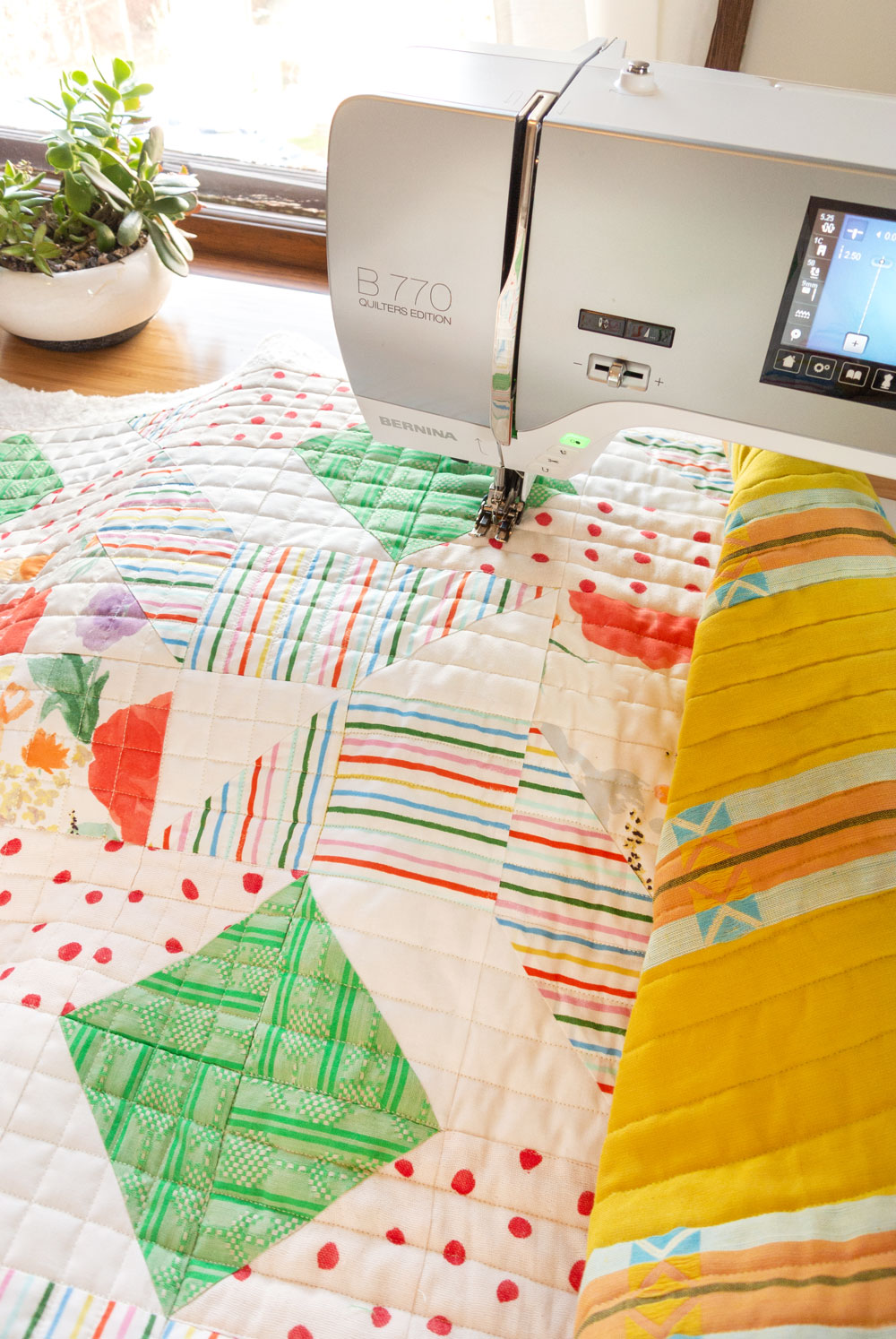 Learn the 6 simple steps to straight line quilting, or as some call it, matchstick quilting. This is a great beginner quilter tutorial! | Suzy Quilts - https://suzyquilts.com/6-tips-for-straight-line-machine-quilting-a-k-a-matchstick-quilting