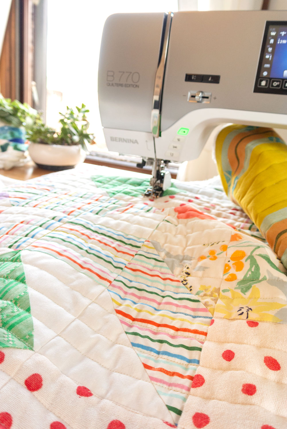 Learn the 6 simple steps to straight line quilting, or as some call it, matchstick quilting. This is a great beginner quilter tutorial!   Suzy Quilts - https://suzyquilts.com/6-tips-for-straight-line-machine-quilting-a-k-a-matchstick-quilting
