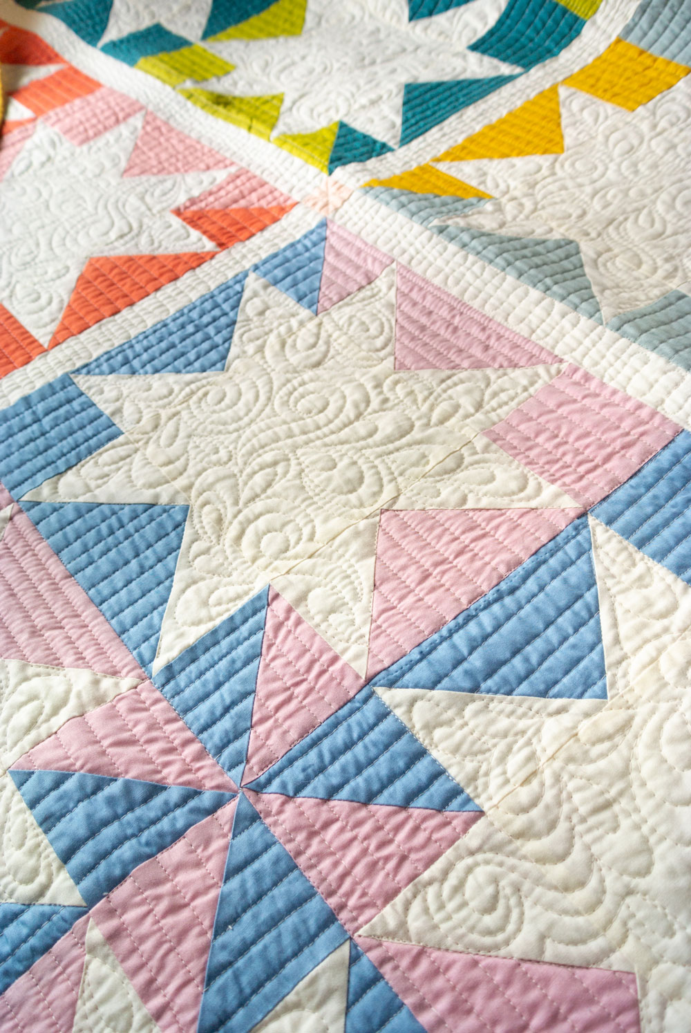 Your ultimate guide to longarm quilters in the USA and Canada. Find a quilter in your local area, or one that takes mail-in orders | Suzy Quilts - https://suzyquilts.com/ultimate-guide-to-longarm-quilters-in-the-usa-and-canada