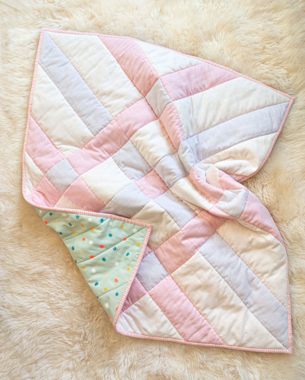 How to make the softest baby quilt in the world! The answer is to quilt with double gauze and wool batting – a sewing tutorial on how to do both! suzyquilts.com #babyquiltpattern #doublegauze