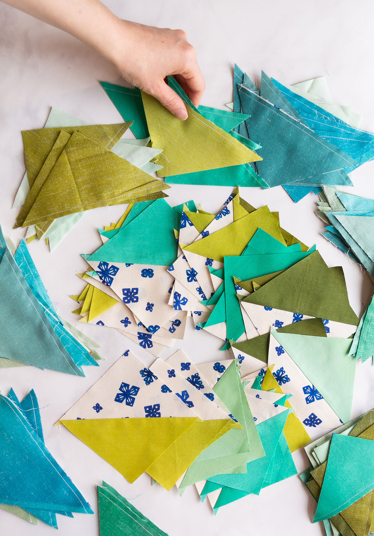 This 4-step guide will help you plan your quilts this year and maximize your productivity! A clear plan is the best way to have fun and get creative. suzyquilts.com #sewingtutorial