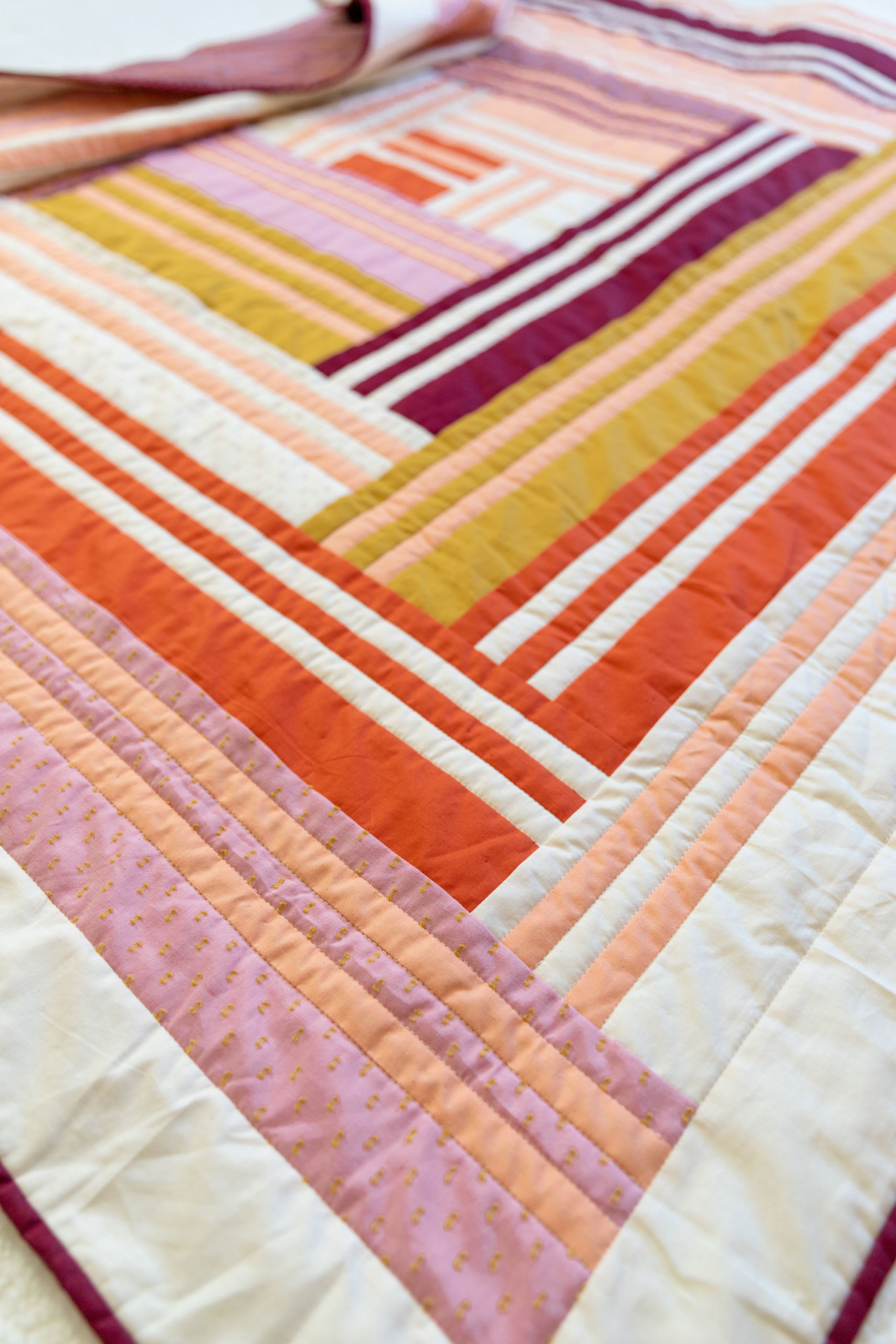 The Grow quilt pattern focuses on strip piecing – a simple quilting technique that creates a beautiful modern design. Beginner Friendly quilt pattern. See lots of beautiful quilt examples! suzyquilts.com #modernquilt