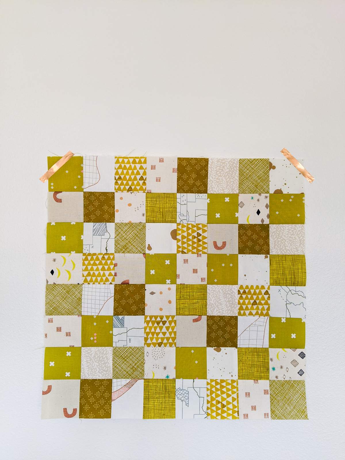 Learn all of the skills needed to make a quilt with this free DIY quilted checkerboard tutorial. A great sewing project for kids! suzyquilts.com #quiltingtutorial #sewingtutorial