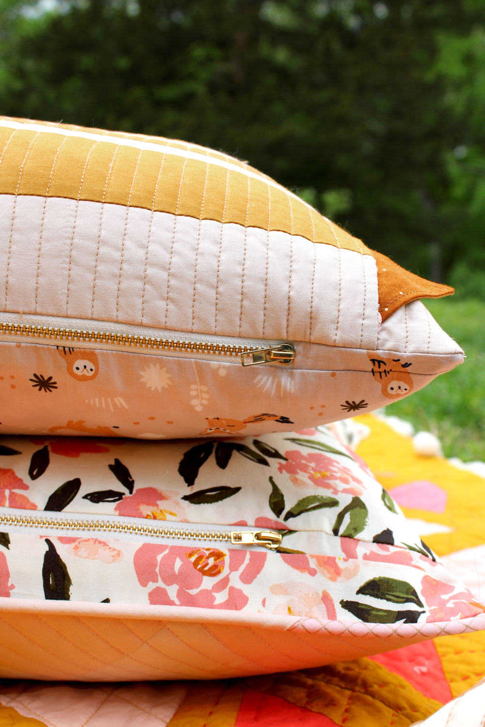 How to insert an exposed zipper into a pillow. Use this beginner tutorial to see how simple it is to sew a zipper in a quilted pillow!