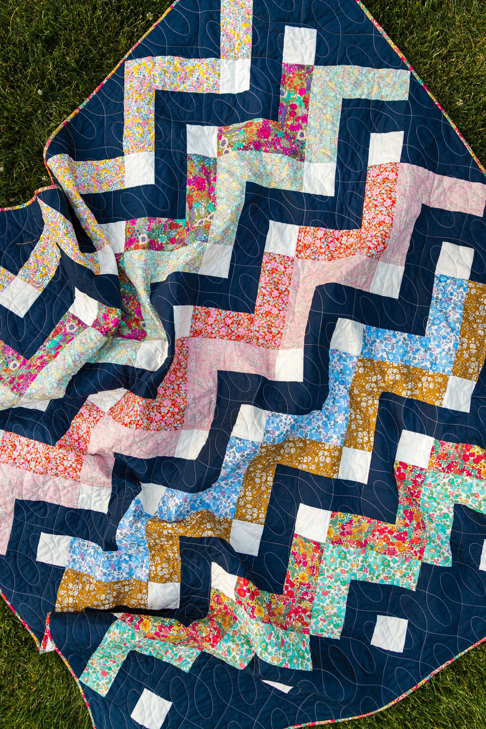 Thrive is a fat-quarter friendly modern quilt pattern using Liberty of London fabric. Get this Liberty of London quilt kit! suzyquilts.com