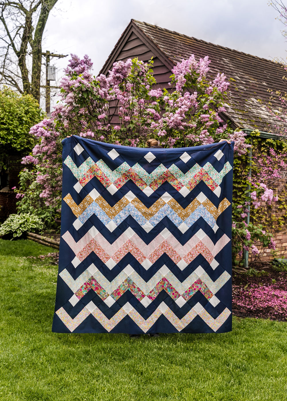 Thrive is a fat-quarter friendly modern quilt pattern using Liberty of London fabric. This instant PDF download comes in king, queen/full, twin, throw and baby quilt sizes. suzyquilts.com #libertylondon