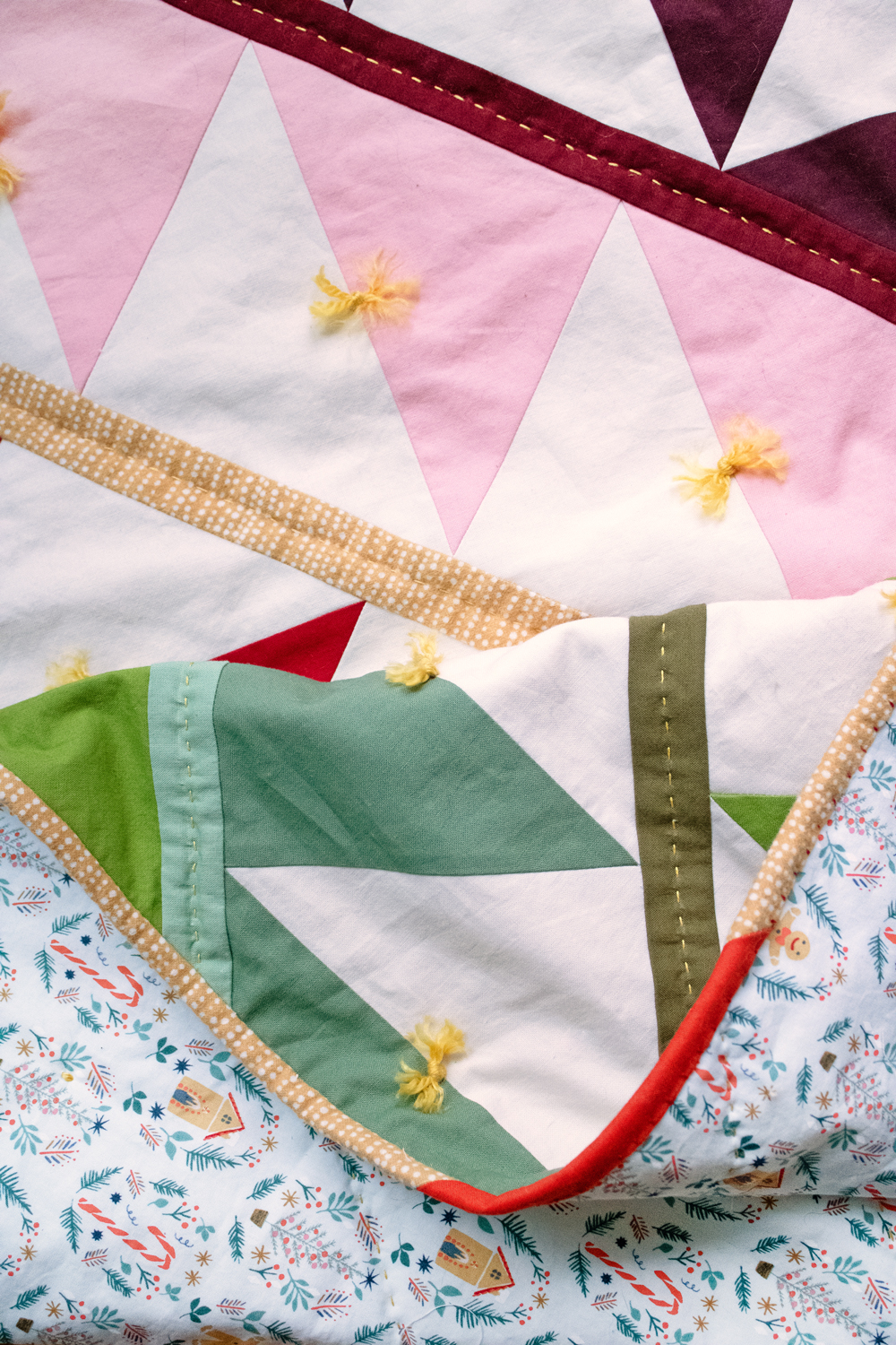 This quilt tying tutorial shows how to tie a quilt with yarn or embroidery thread. Quilt ties is an easy and fast way to finish a quilt. suzyquilts.com #quilting #quiltties