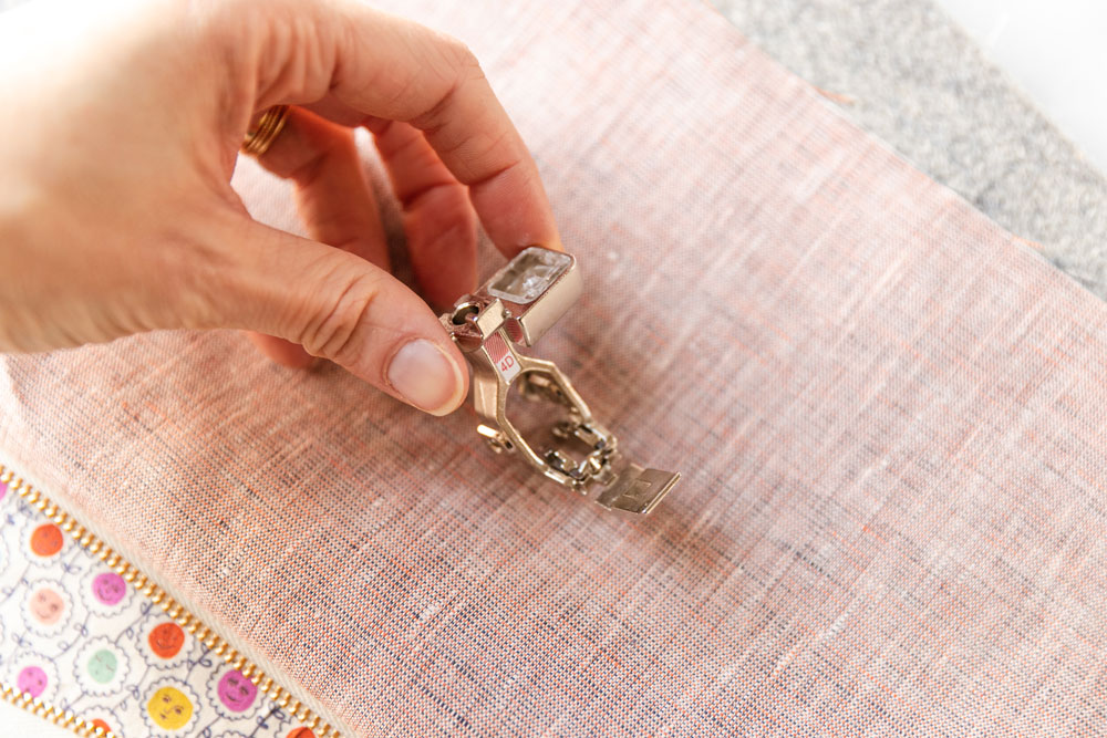 This easy zipper pouch tutorial shows exactly how to sew a simple pouch using scrap fabric and a zipper of any size. suzyquilts.com #zipperpouch #DIYsewing