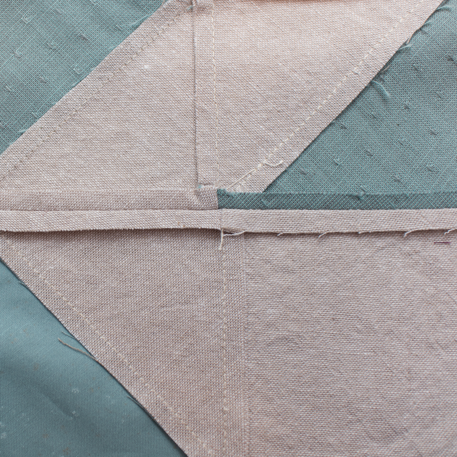 The Voyage quilt sew along is a community experience! Let's make this modern quilt together - one week at a time. suzyquilts.com #quiltalong #quiltpattern